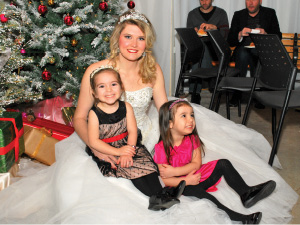 F-Princess-with cute sisters.tif