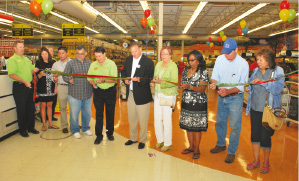 Mi Mercadi-ribbon cutting.tif