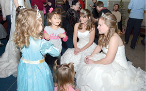 children gather round fairy princesses.tif